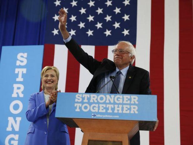 636039222604473424-AP-Campaign-2016-Clinton-Sanders.4